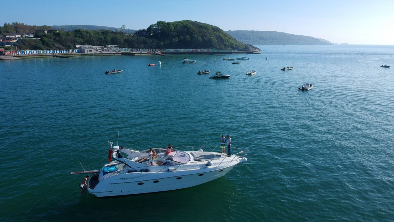 Allegro at the Hut Restaurant Colwell Bay IOW Hamble Powerboat Charters